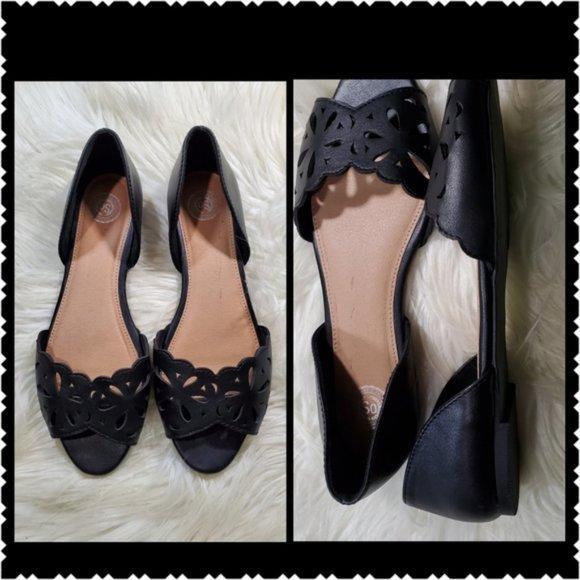 SO Sonoma size 9.5 black slip on sandals